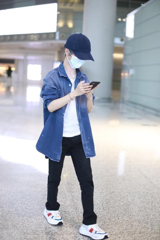 getInterUrl?uicrIvZQ=091bcff8c3fda40b6d0f732ce33452e4 - How tall is Guo Jingming? The shirt also wears a coat effect, and the color tone of the shape is very attractive
