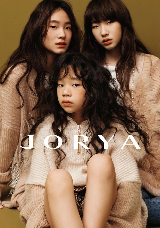 getInterUrl?uicrIvZQ=4b4bb837cb127625d6871a8642ad4ea8 - The three daughters of Little S made their debut in the fashion magazine JORYA. The blockbuster temperament was amazing. Three supermodel faces were born!