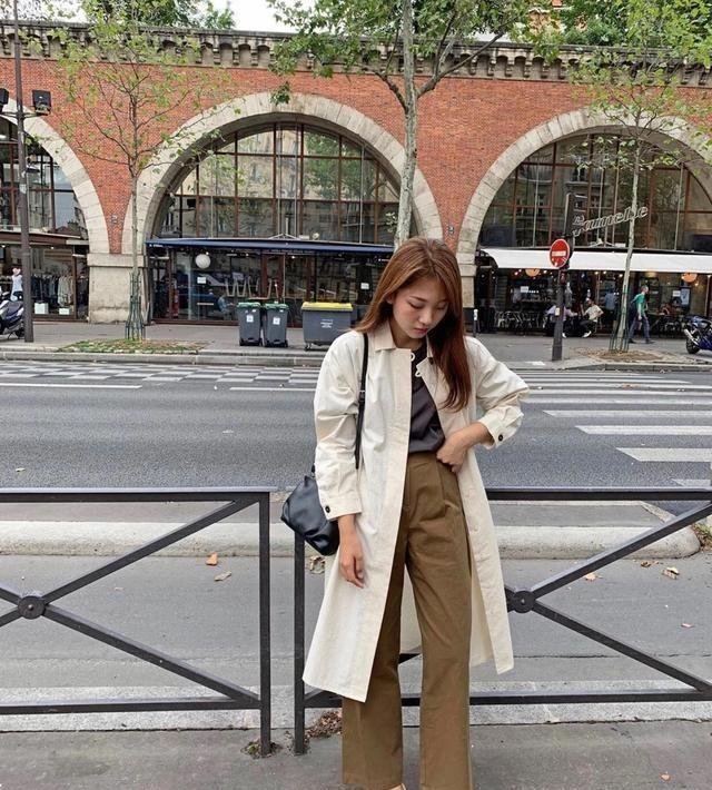 getInterUrl?uicrIvZQ=638b7feea2d225d3939366b2a0f20127 - A woman who runs around four times and five, chooses a long coat + flat shoes in early spring, fashionable and intellectual
