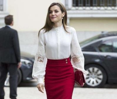 getInterUrl?uicrIvZQ=646590f20a3048d834938d9ac6d08a42 - The Queen of Spain is amazing! Wearing a pink transparent gauze skirt to become a fairy, 48 years old and a girl heart