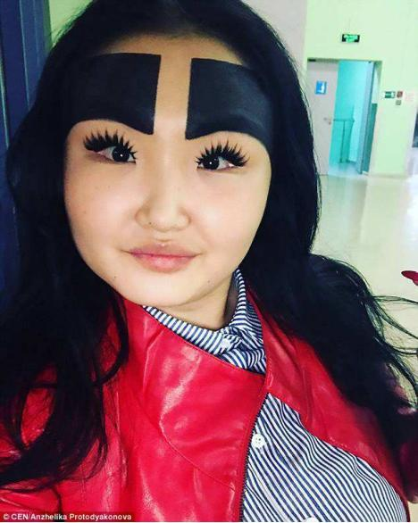 """getInterUrl?uicrIvZQ=668c2e9d769341a4d225dd92fbb954e0 - Many years ago, the girl who was obsessed with""""thick eyebrows"""" covered half of his forehead."""