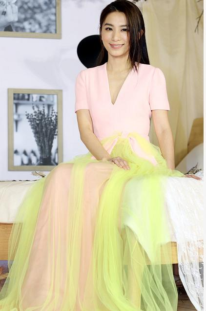 getInterUrl?uicrIvZQ=82b933d8577069b8b22b248231c9f17c - Tian Fu Zhen Hebe didn't feel old, appeared in a pink dress with long straight hair, and looked like a little girl