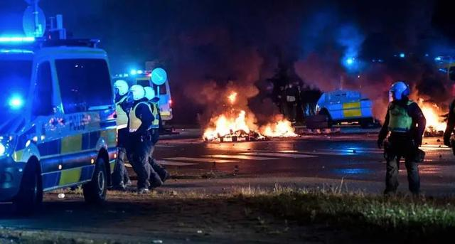 getInterUrl?uicrIvZQ=83bcb2d94b60ee2d2995603c97d79b7a - About 15 people detained in violent riots in Malmö, Sweden