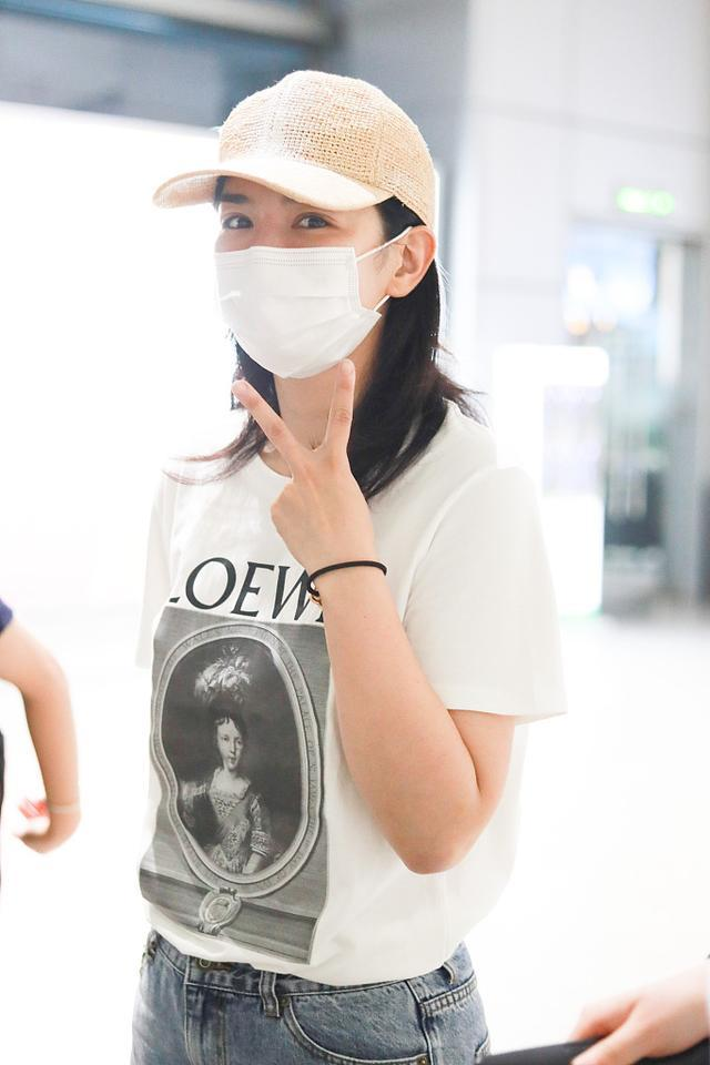 getInterUrl?uicrIvZQ=85d7cdffd6d7a2c3c9f103582fcb4de2 - You can also be a girl after 40 years old, white T-shirt with jeans, Huang Yi's interpretation is easy and natural