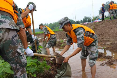 getInterUrl?uicrIvZQ=89b26c4510797265206dd775e3d62507 - The rainy night gathered, the soldiers traveled thousands of miles to help Anhui's anti-flood line