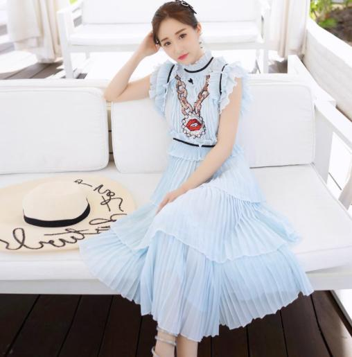 getInterUrl?uicrIvZQ=a3130bb3fd311c61f977deda31a07a69 - I was powdered by Guan Xiaotong, this A-line skirt is too advanced, so beautiful