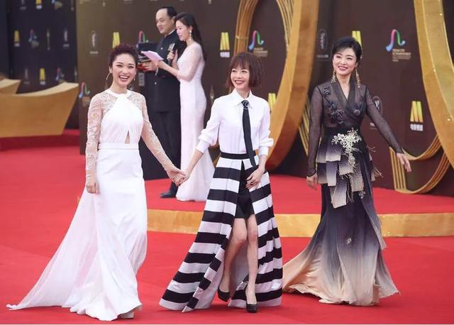 getInterUrl?uicrIvZQ=d72a68539c917b687df1543692a02b57 - Zhou Tao and Lu Yu walked the red carpet in the same frame! Painted red lips wear lace embroidered skirt dignified and noble, so stunningly beautiful