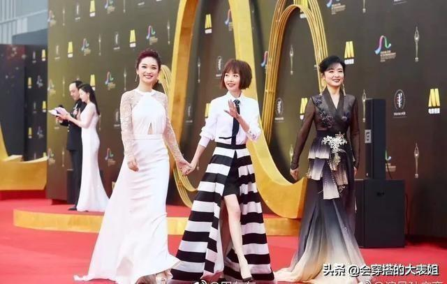 getInterUrl?uicrIvZQ=dedef2b46d815f8039e2e9c8c8d0326b - Zhou Tao and Lu Yu walked the red carpet in the same frame! Painted red lips wear lace embroidered skirt dignified and noble, so stunningly beautiful