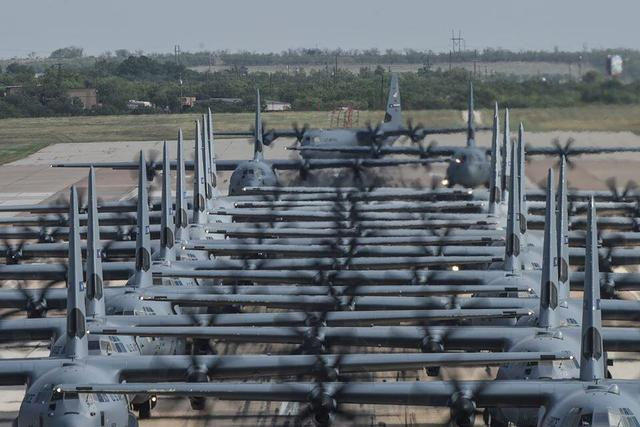 getInterUrl?uicrIvZQ=e90af75bf87b16ca34d9c89b2f84951e - U.S. military dispatches the largest C-130 fleet in history, fighters gather densely on the runway