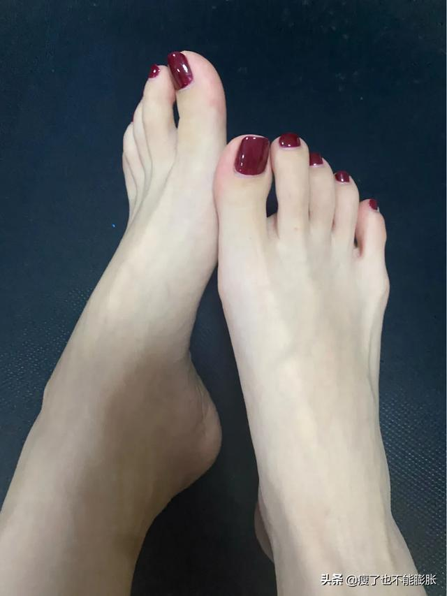 getInterUrl?uicrIvZQ=f56690f7c5e3cf113a8394cb9273c4f7 - 2020 whitening New Year's manicure ? cherries red Japanese manicure ??  ♦️ Red series has been done too many times, but still love it Solid color without any embellishment Simple and generous  ♦️ Tangle with what color nail art Cheli Zihong is right ❤️ If your feet are not good enough, you really need to choose a good style Try to choose a model that is white and can be highly restored by the nail artist ?? Japanese nail art