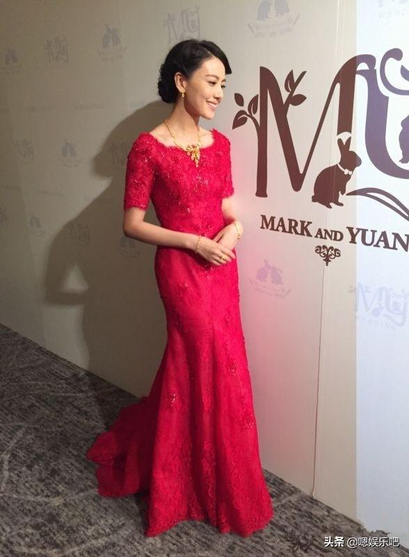 getInterUrl?uicrIvZQ=f99afd93fbd789923b7dcae5f4d8ffd0 - The red toast dress for the actress wedding, Liu Shishi is dignified and elegant, and Zhong Liti is beautiful and moving