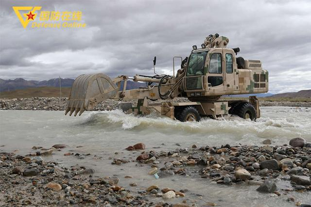 getInterUrl?uicrIvZQ=fe14700c642cc5928552e062eee65a7f - A brigade of the Tibet Military Region builds roads for herders at the training site