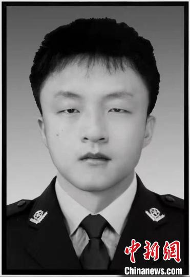 Jiangxi 22-year-old auxiliary police jumped into the water to save people: the crowd was rescued, but he died (photo)