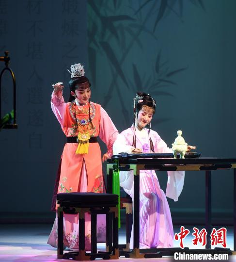 "Yue Opera ""Dream of Red Mansions"" Performed in Fuzhou(1)"