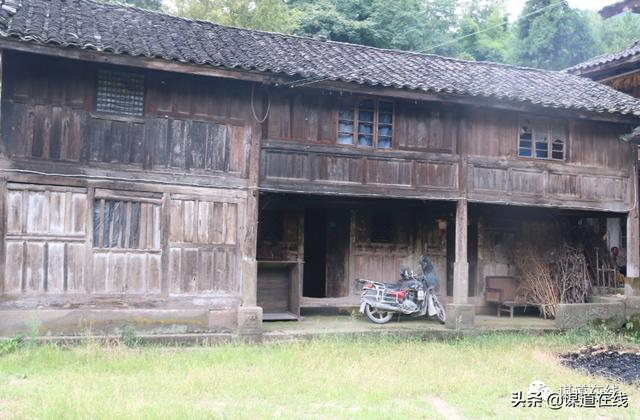 getInterUrl?uicrIvZQ=2350a623adf1e65525bf8a0176994eaf - Walking in those old houses in Sumadang, amazed the time