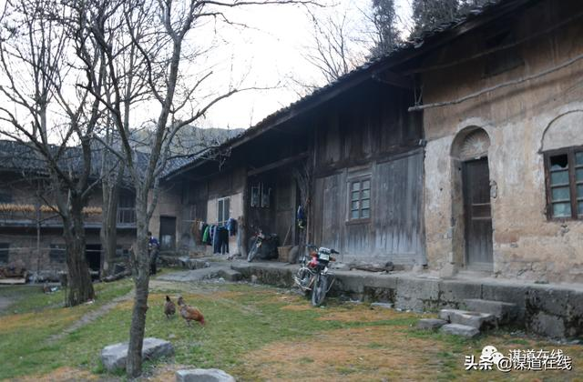 getInterUrl?uicrIvZQ=273d92c2862497219468e07df44df7e2 - Walking in those old houses in Sumadang, amazed the time