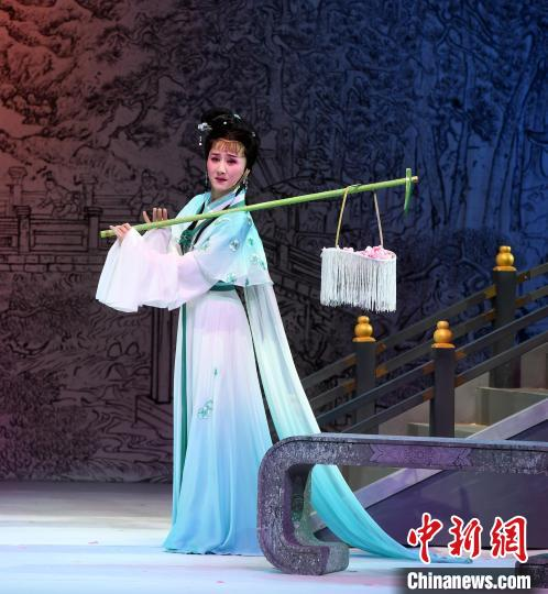 "Yue Opera ""Dream of Red Mansions"" Performed in Fuzhou(4)"