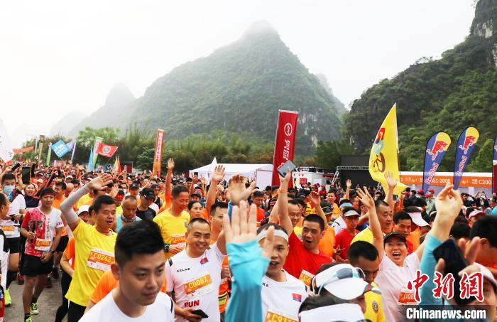"""""""World Longevity City"""" Hezhou's first marathon event, more than 4,000 people running in the ancient town of millennia(3)"""
