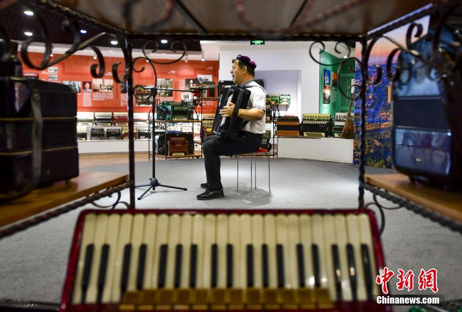 Xinjiang Yining Accordion Museum becomes an Internet celebrity check-in point