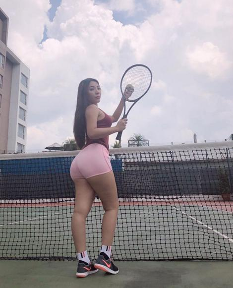 getInterUrl?uicrIvZQ=418d866f5a4f3492e607a32bccc3e384 - Is it a sin to be too sexy? The female doctor publicly took photos of her body and was fired! Netizens are noisy