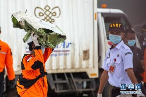 getInterUrl?uicrIvZQ=4800a86aa7889a93a3b2b92f0e534d3c - Indonesia crashed airliner search and rescue work is intense