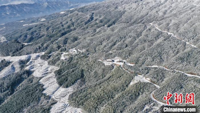 Sichuan Gulin: Beautiful mountain snow scene under the cold wave(2)