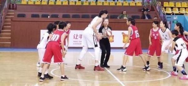 getInterUrl?uicrIvZQ=533a5cf3ccec6fa1841326e11d91e48b - 13-year-old girl is 2.26 meters tall and tied with Yao Ming, father is 2.13 meters and mother is a former national player