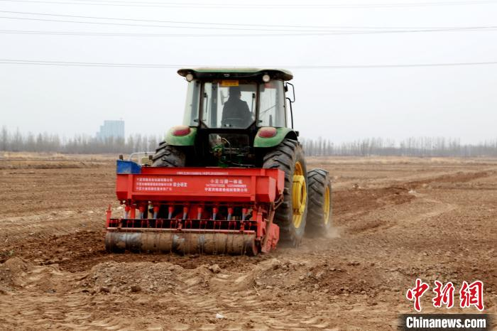 "Recovery from ""hibernation"", spring plowing kicked off in Ningxia(1)"
