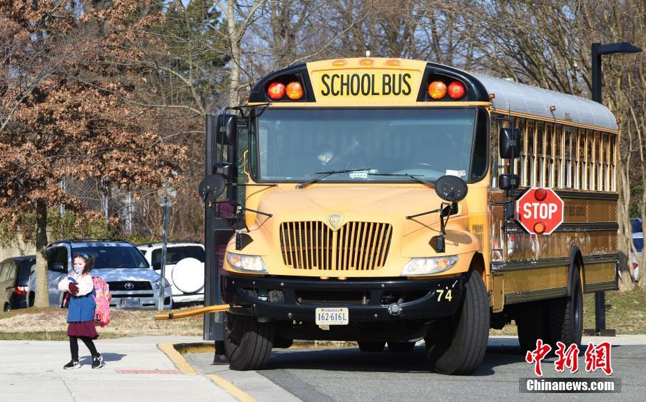 Elementary and secondary schools in Virginia, USA, return to school one after another