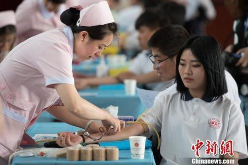 China's free blood donation ranks among the top in the world Have you ever stretched out your arm for love?(4)