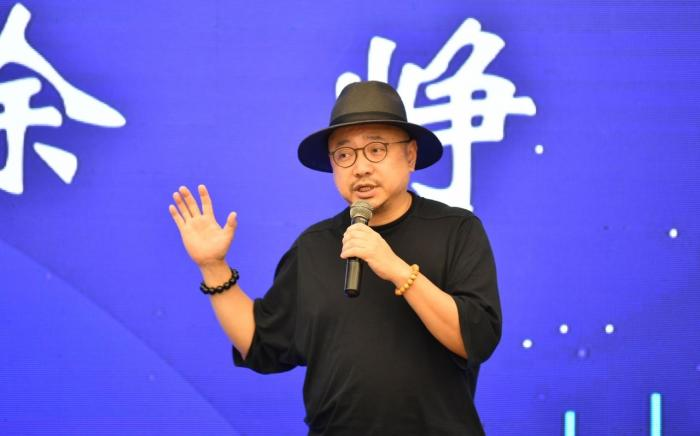To pay tribute to the hero behind the scenes of film and television, Xu Zheng was appointed honorary ambassador of Baisha Film and Television Industry Film Week(1)