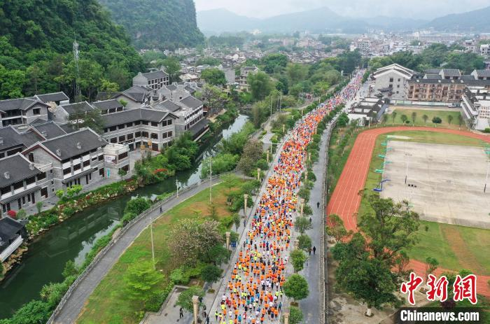 """""""World Longevity City"""" Hezhou's first marathon event, more than 4,000 people running in the ancient town of millennia(2)"""