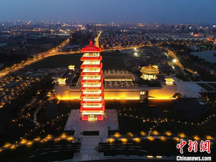 """The Yangzhou China Grand Canal Museum is beautifully lit and the name of the museum was """"inscribed"""" by Yan Zhenqing of the Tang Dynasty(2)"""
