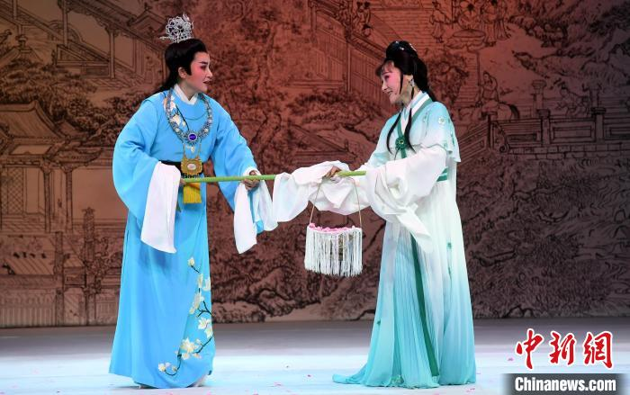 "Yue Opera ""Dream of Red Mansions"" Performed in Fuzhou(5)"
