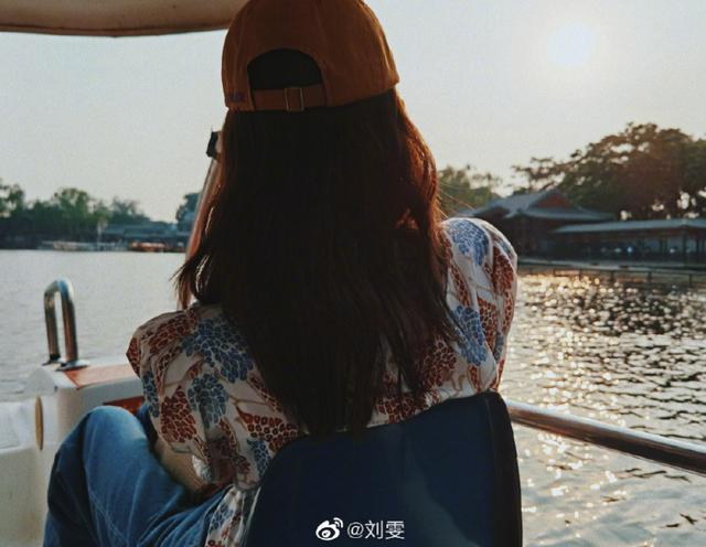 getInterUrl?uicrIvZQ=8d4d67da3c2e93f6421b684d054c9753 - Temperament takes everything! Liu Wen in the summer park photo. Fans:This private server is not something anyone can wear