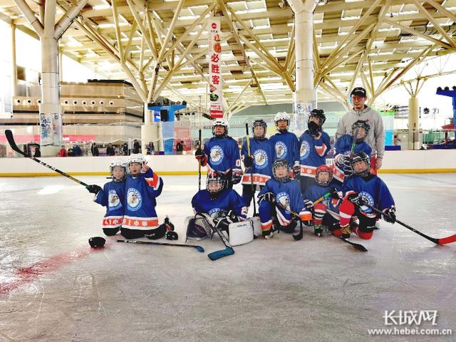 getInterUrl?uicrIvZQ=91ba3678df9dc35426862f82146c193c - The Chengde City Association team led the promotion, and the ice hockey event of the Eastern Division of the Provincial Ice and Snow League ended successfully
