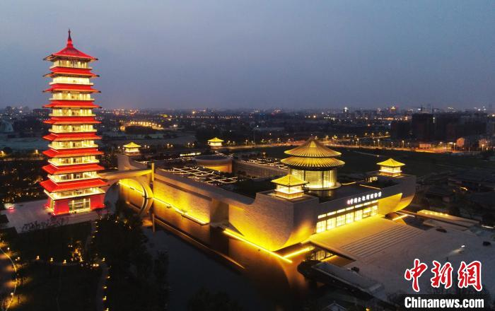 """The Yangzhou China Grand Canal Museum is beautifully lit and the name of the museum was """"inscribed"""" by Yan Zhenqing of the Tang Dynasty(1)"""