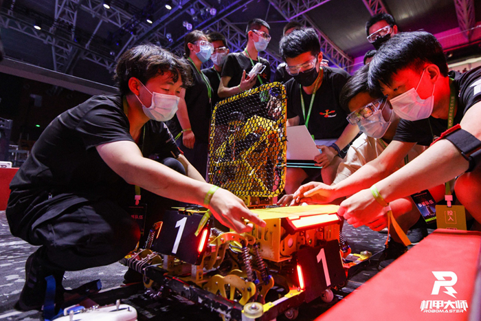 """Watching robots """"play e-sports"""", how burning can it be?(8)"""