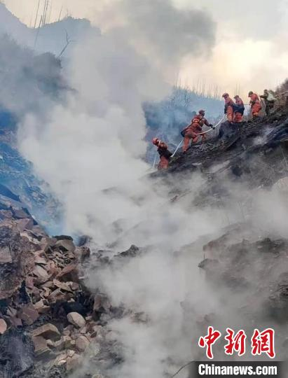 Sichuan Yajiang: Forest fires triggered by lightning strikes, rescue work is underway