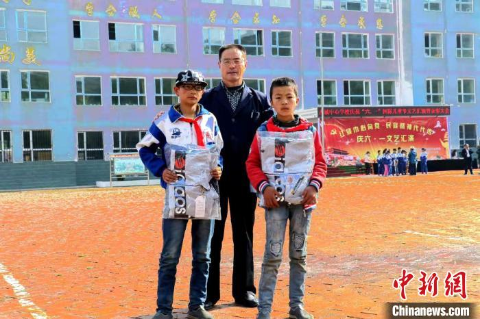 National Excellent Teacher Wang Zhanfu: I did my promise(1)