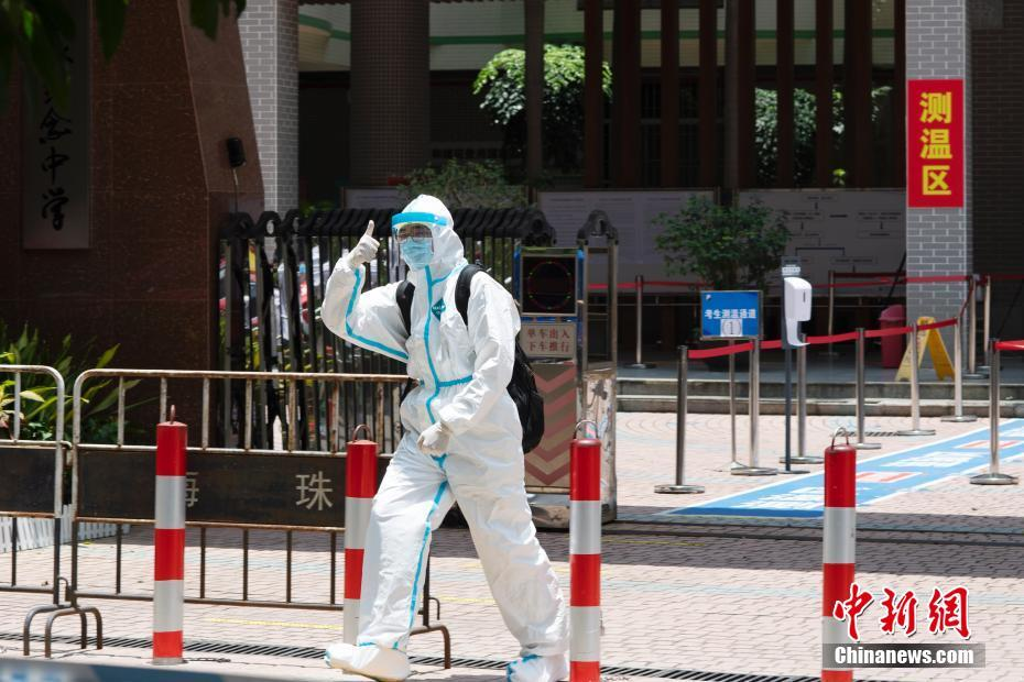 Candidates in Guangzhou leave the isolation test center wearing protective clothing