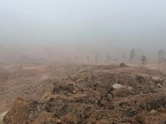 Extensive mining in Guangxi Cenxi Granite Mine, random dumping of spoils and rocks is common(2)