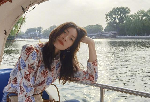 getInterUrl?uicrIvZQ=bbfaf034dadd467e763a766a8e3ef111 - Temperament takes everything! Liu Wen in the summer park photo. Fans:This private server is not something anyone can wear