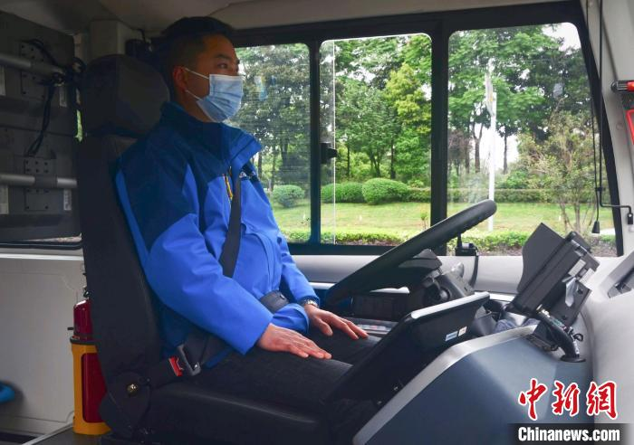 China's first toll self-driving bus goes into operation in Chongqing(3)