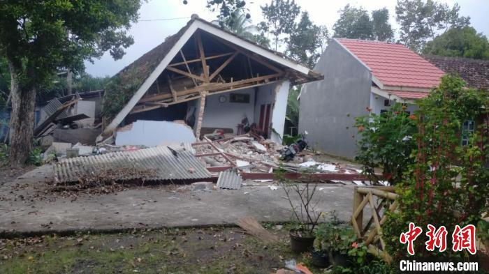 Indonesia's strong earthquake has killed 6 people, some buildings have been destroyed and roofs of houses have collapsed