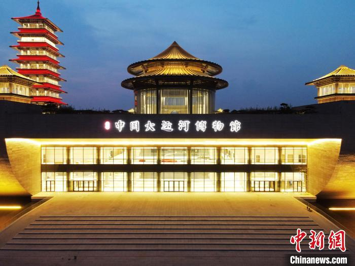 """The Yangzhou China Grand Canal Museum is beautifully lit and the name of the museum was """"inscribed"""" by Yan Zhenqing of the Tang Dynasty"""