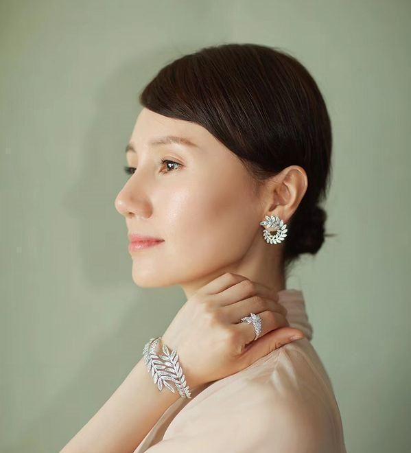 getInterUrl?uicrIvZQ=d80c0c380916b51fa56f6a54254b3810 - Really extravagant women rarely wear gold and love these 4 pieces of jewelry even more. They can't hide their elegance