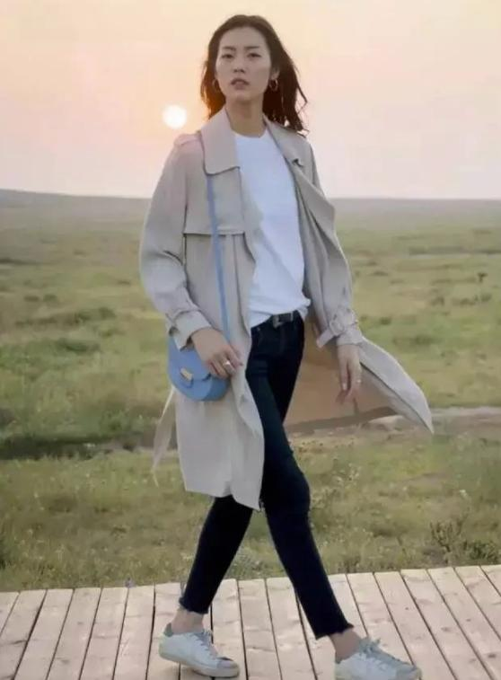 getInterUrl?uicrIvZQ=e523204c9467bf1401566c15db32fd64 - Temperament takes everything! Liu Wen in the summer park photo. Fans:This private server is not something anyone can wear