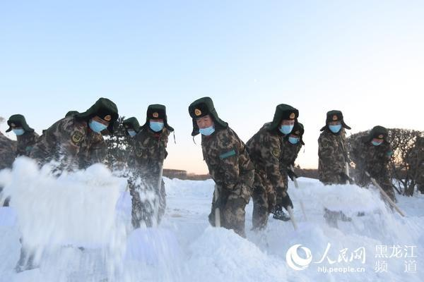 getInterUrl?uicrIvZQ=e5b41e2050217a8cba434cdc1d4ff132 - More than 1,000 armed police officers and soldiers cleared the ice and snow to clear the traffic in Harbin city