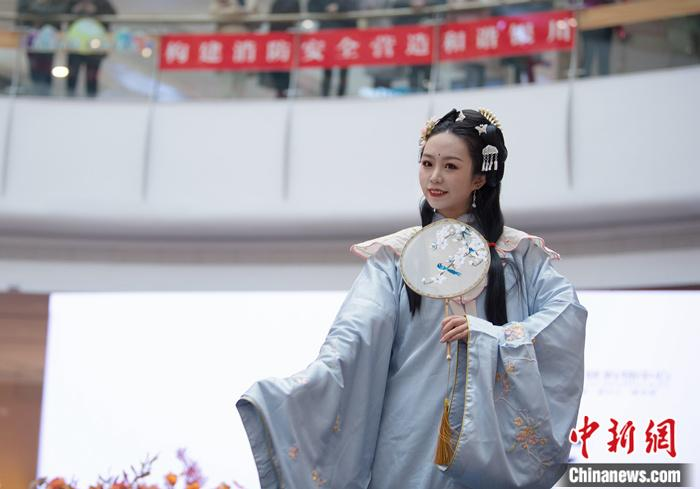 """Hanfu """"Out of Circle"""": Discovering Beauty in Traditional Culture(1)"""
